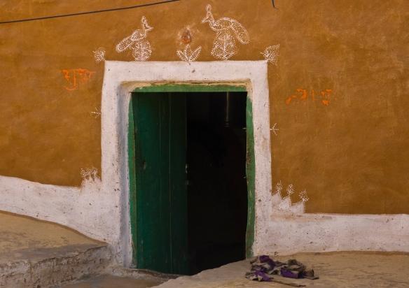 desert doorway lo